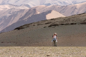 Sy trekking in rugged snow leopard terrain, Mongolia. Photo by Nic Bishop.